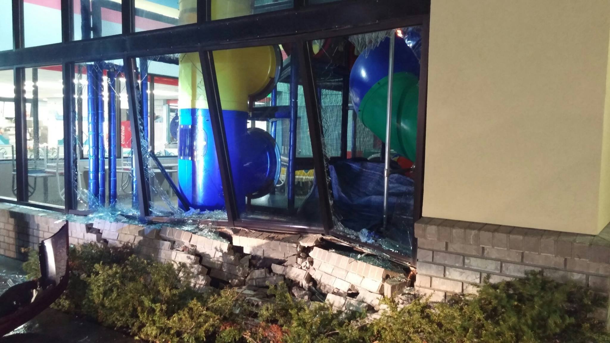 Driver crashed into Burger King building in Kennewick