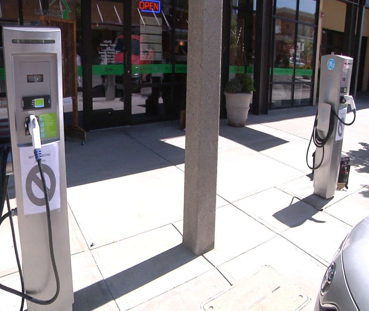 Two new electric car charge stations in Downtown Yakima