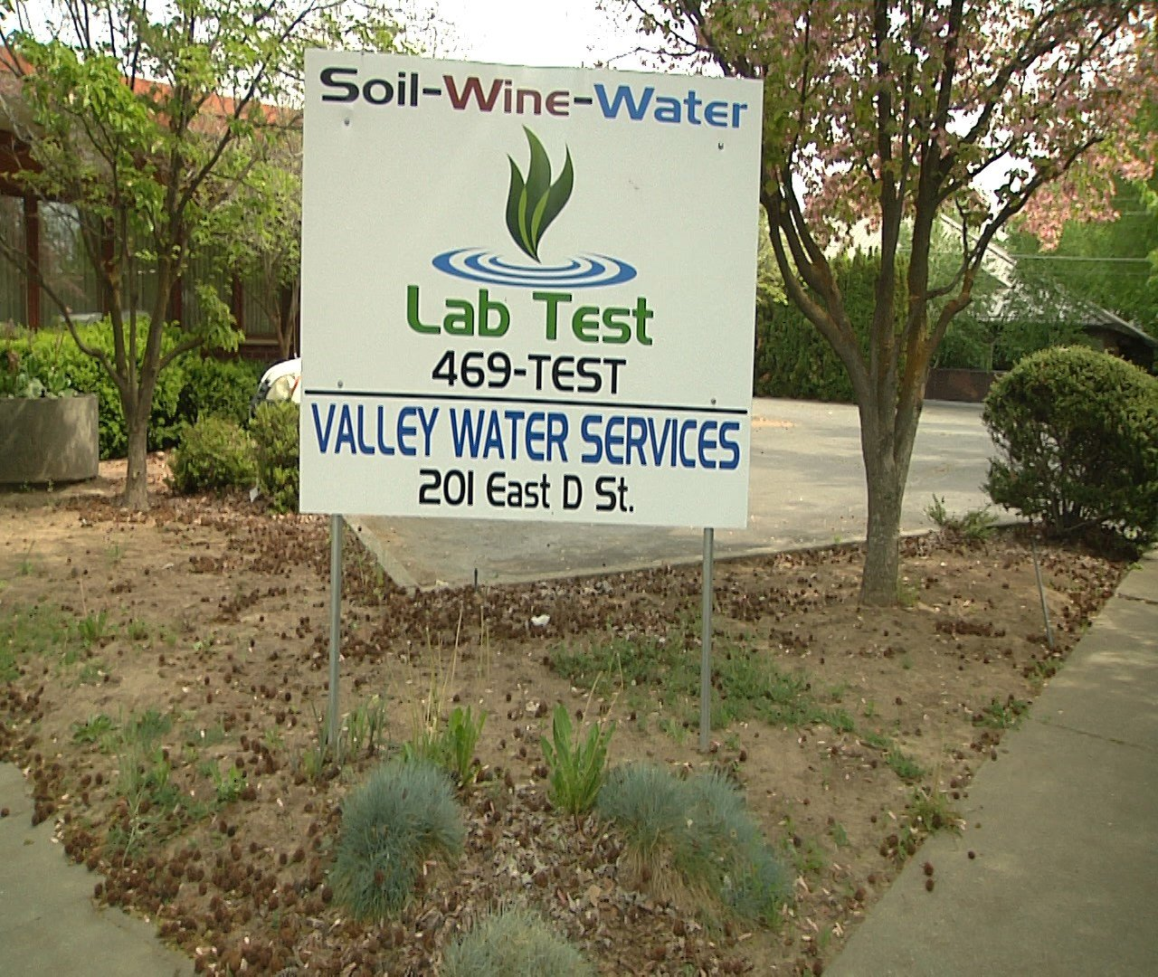 LabTest Business Sign