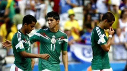 Alan Pulido (center) with teammates. Photo: NBC