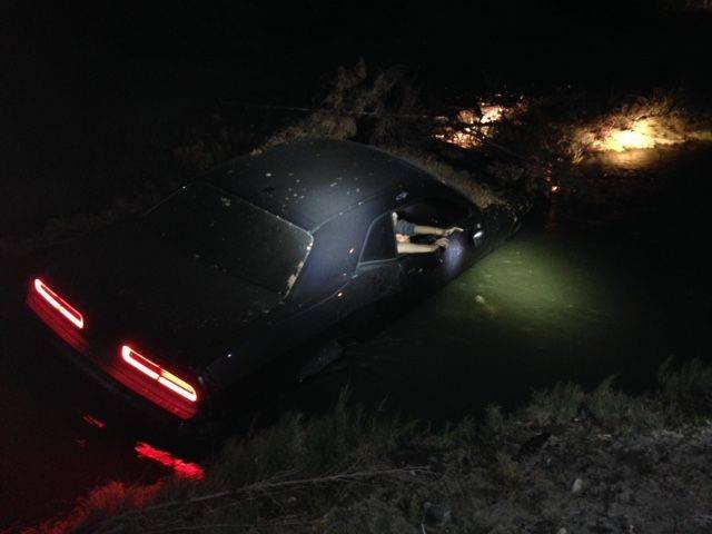 Man crashes car into irrigation canal in Kennewick