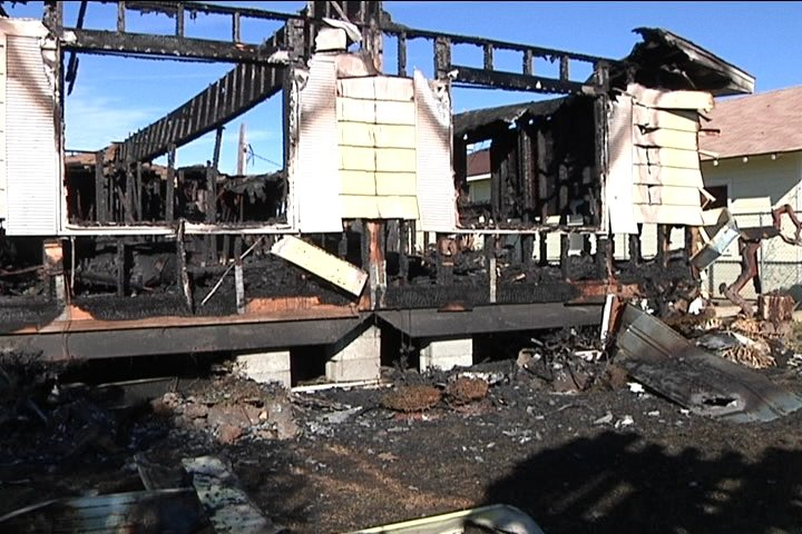 Fire destroys mobile home in Wapato