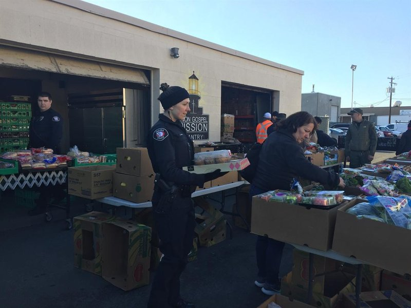Yakima pd squad hands out food to those in need swx for Union gospel motors spokane
