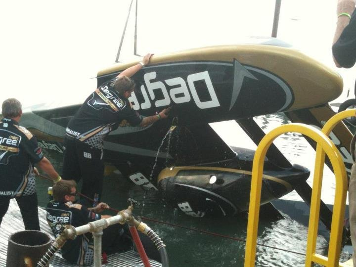 Damage to the U-88 after flipping - PHOTO:  Hydropage