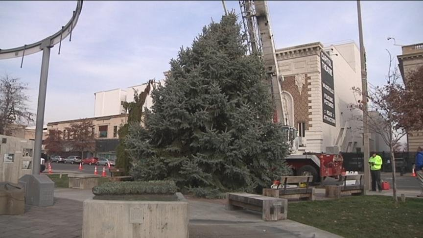 Yakima's Community Christmas tree is not only bringing holiday cheer, it's also remembering one man's wife.