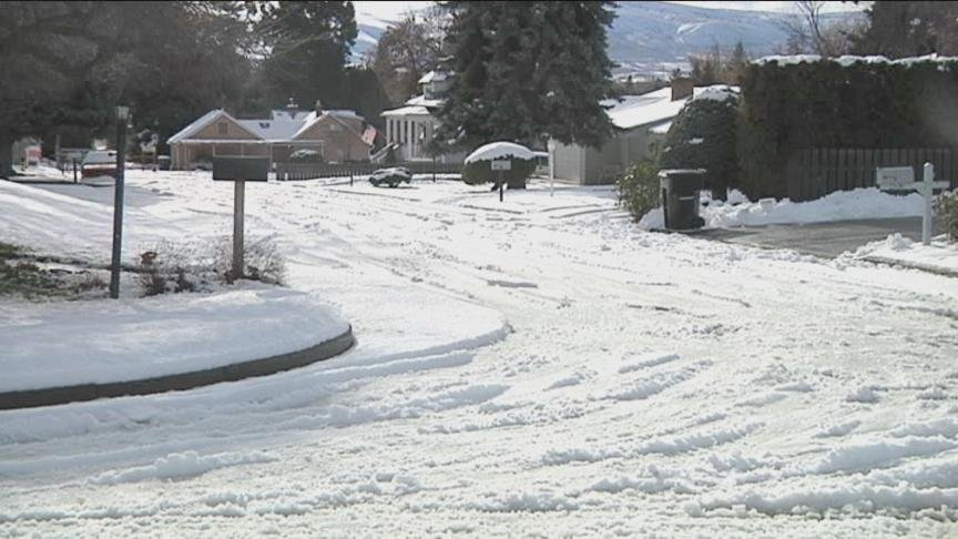 The City of Yakima wants to remind businesses and residents that as the snow falls, it is their responsibility to keep their sidewalks clear.