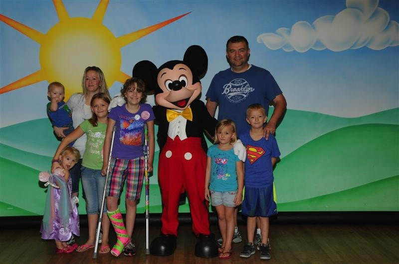 A family of eight from Kennewick spent some time at Disneyworld in Florida thanks to the Make-A-Wish Foundation.