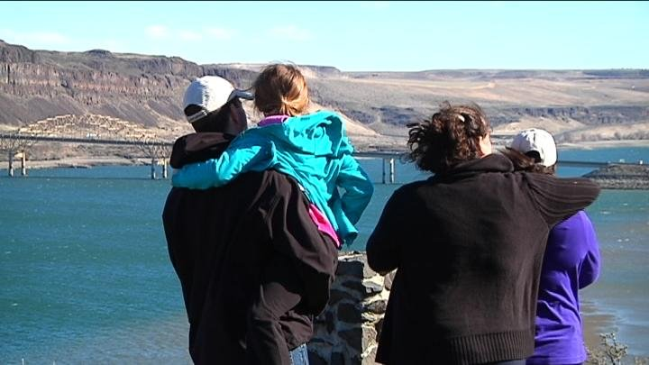 The crack in Wanapum Dam is attracting a lot of curious people who want to take a look at the shockingly low water levels.