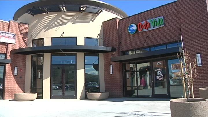Two new restaurants opened their doors to customers in the Tri-Cities Monday.
