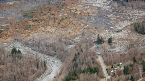 Gov. Jay Inslee is calling for a moment of silence on Saturday in honor of the Oso mudslide victims, those still missing, and the many grieving families.