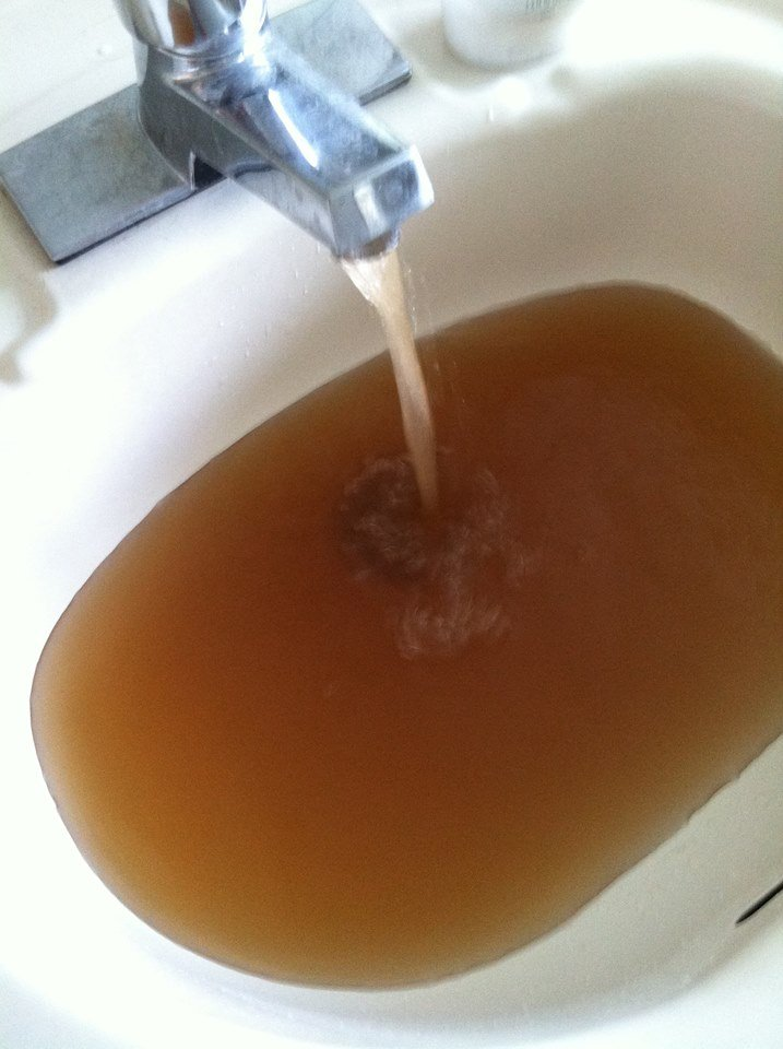 Some people in Kennewick woke up to find brown water coming out of their faucets Tuesday morning.