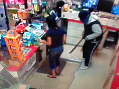 Pasco Police are looking for the robber who held up a convenience store with a machete.