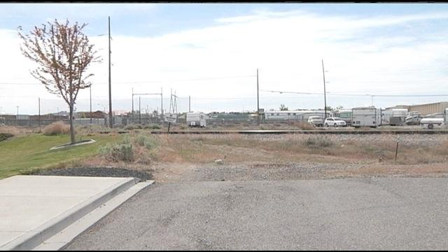 A road extension to connect Kennewick's Center Parkway and Richland's Tapteal Drive got the go-ahead from the state.