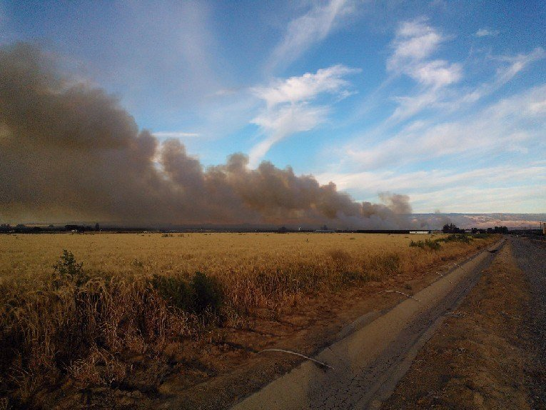 Firefighters are battling a fire that is now burning about 800 acres near Quincy.