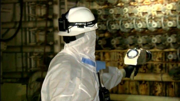 Hanford crew checks status of cocooned nuclear reactor
