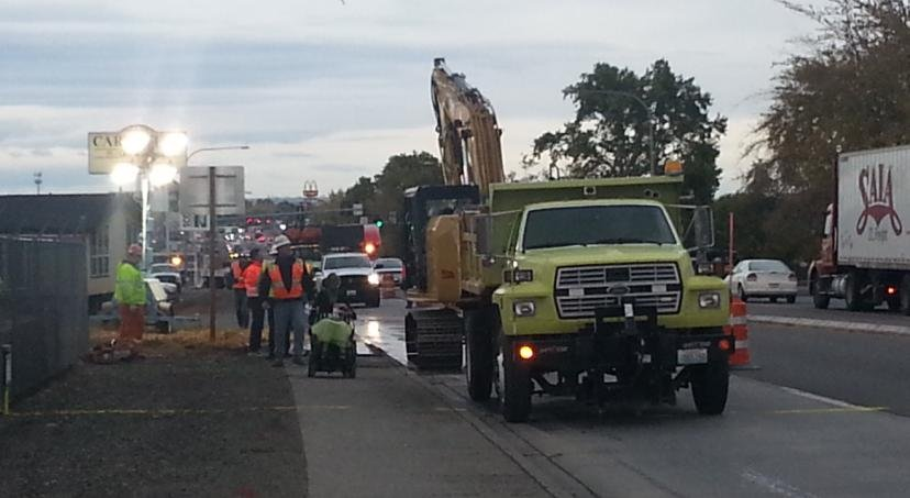 Water line break in Kennewick delaying traffic