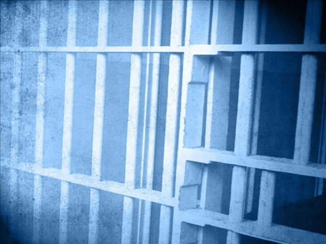 Man ends up behind bars after trying to flee from Deputies.