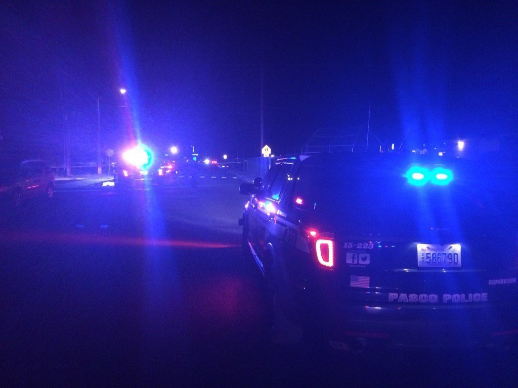 Man found dead in Pasco street with gunshot wound