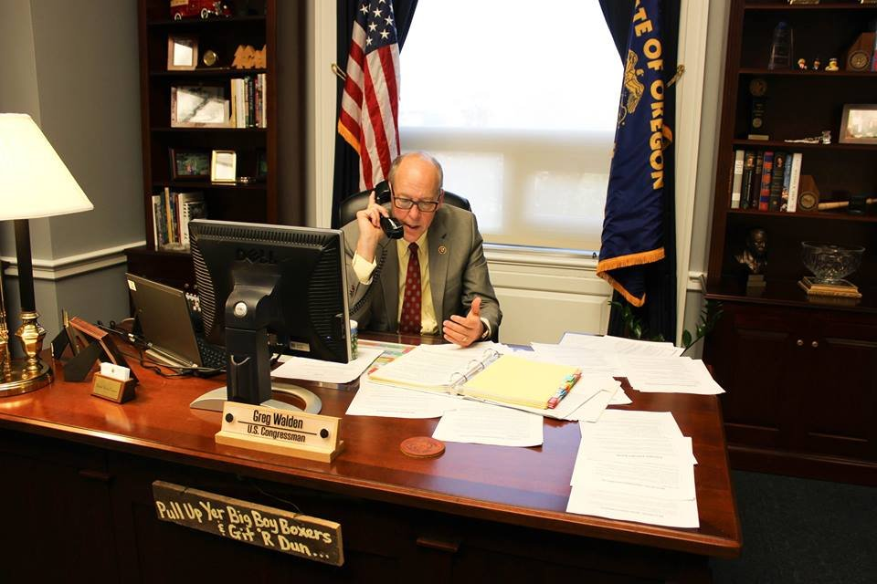 Greg Walden votes to block Syrian refugees from US