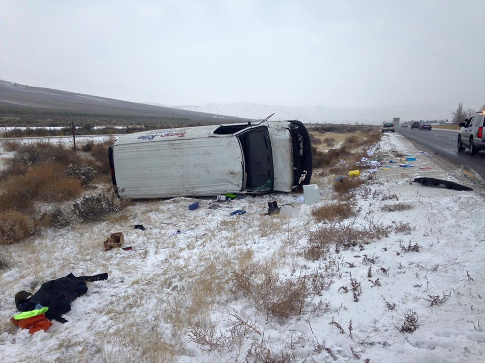 a rollover accident along I-82 near Benton City