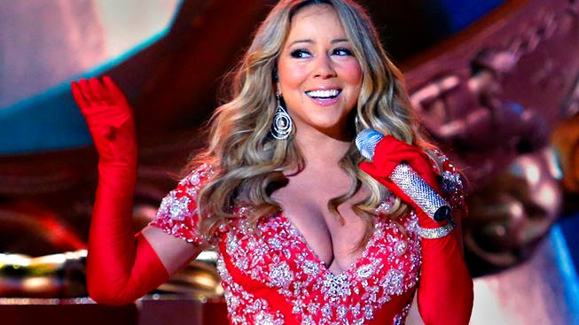 "CHRISTMAS IN ROCKEFELLER CENTER -- Pictured: Mariah Carey rehearses for ""Christmas in Rockefeller Center"" -- (Photo by: Heidi Gutman/NBC)"