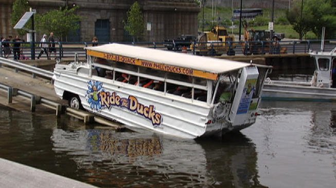 Duck tour company vehicle involved in car crash in Seattle