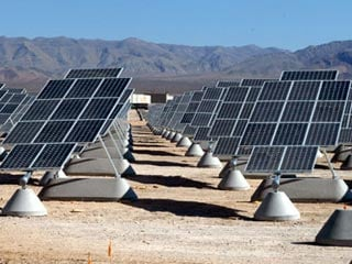 SunPower built the largest photovoltaic power plant to date at Nellis Air Force Base in Las Vegas. (©Nellis Air Force Base)
